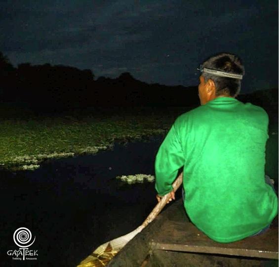 Canoe-Perou-Nuit-Caiman.JPG